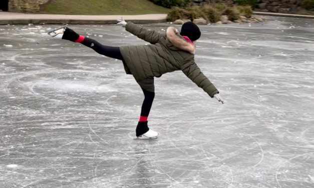 Skaters on Greenhead Park lake as water freezes for 'first time since 1889'