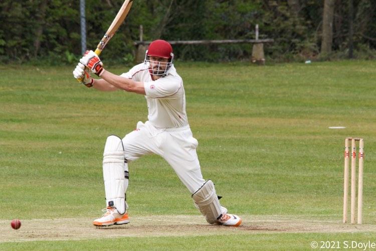 Roscoe Tahttil's quick-fire century knocks Thongsbridge off the top